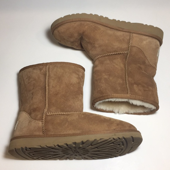 320ea6248f6 UGG Classic Short Chestnut Boots Girls Size 5